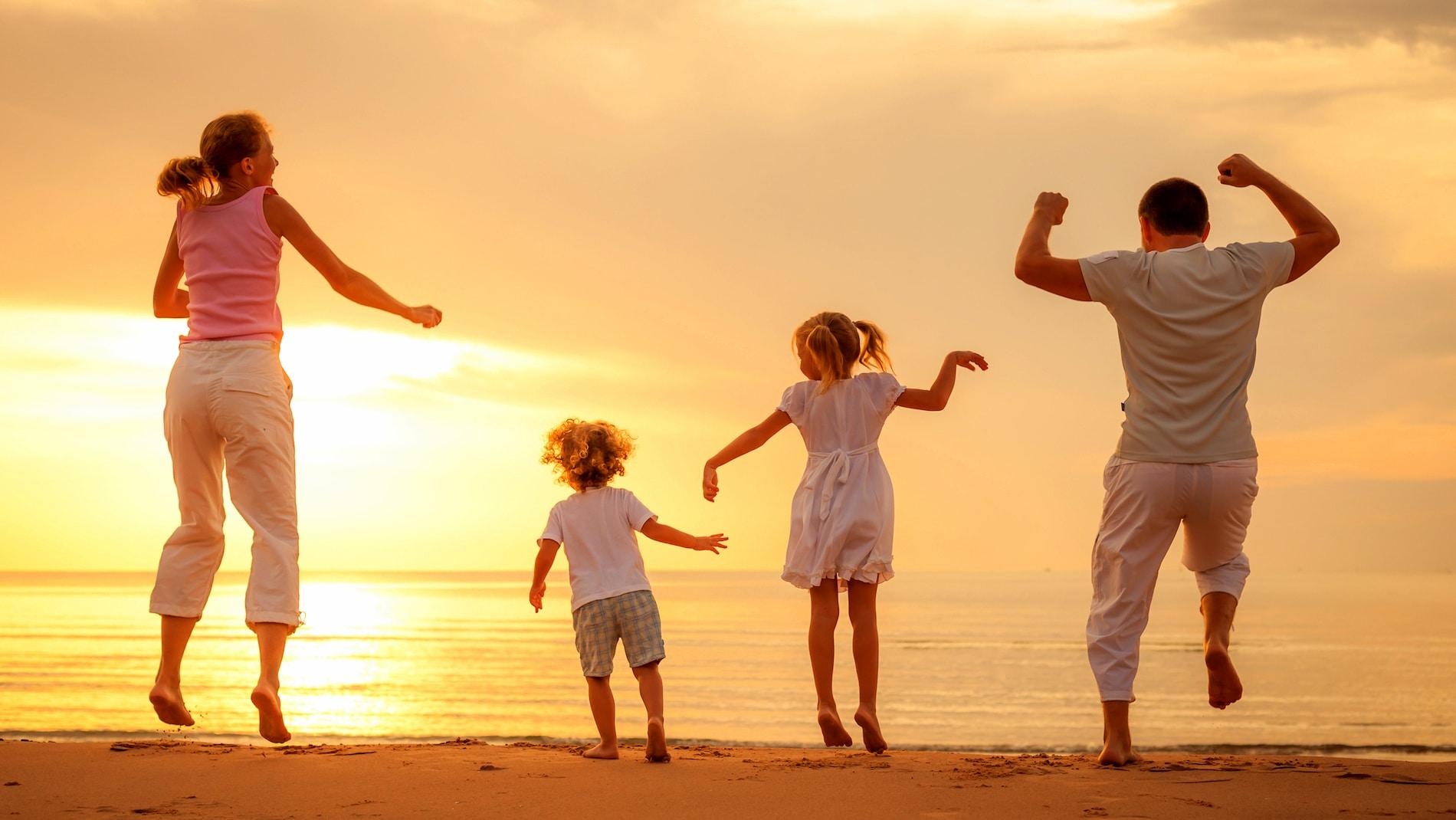 Страховщику, фото с надписью семья это главное в жизни